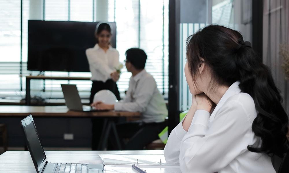 オフィスラブしたい!気になる同僚と付き合う方法を紹介
