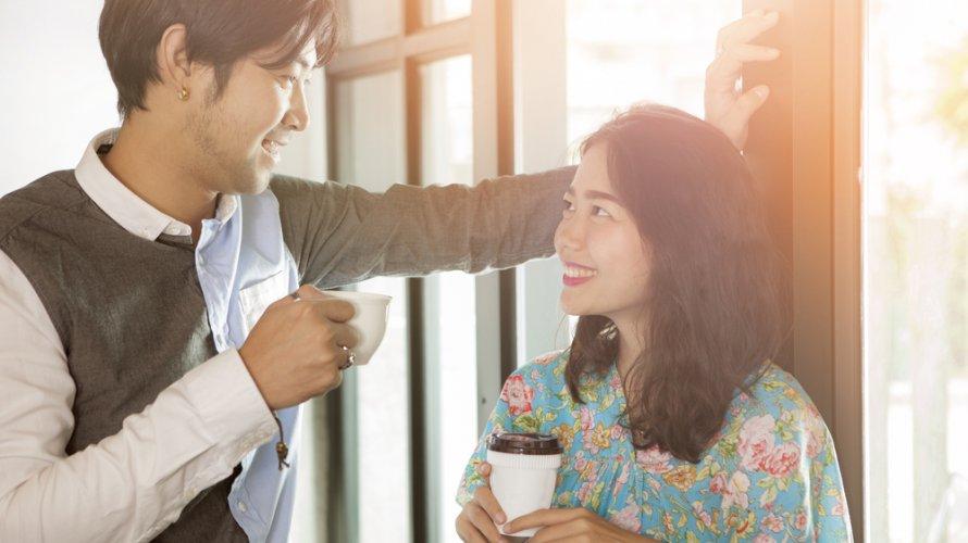 年下の既婚男性に好意がある時の職場での行動やサインの特徴7選!