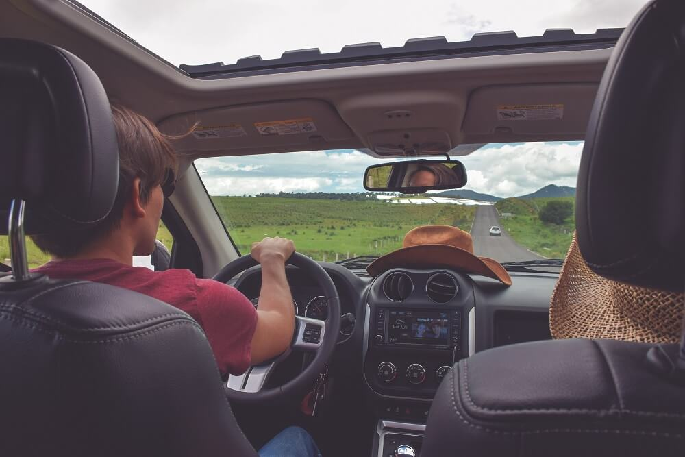 既婚男性がドライブデートに誘う理由